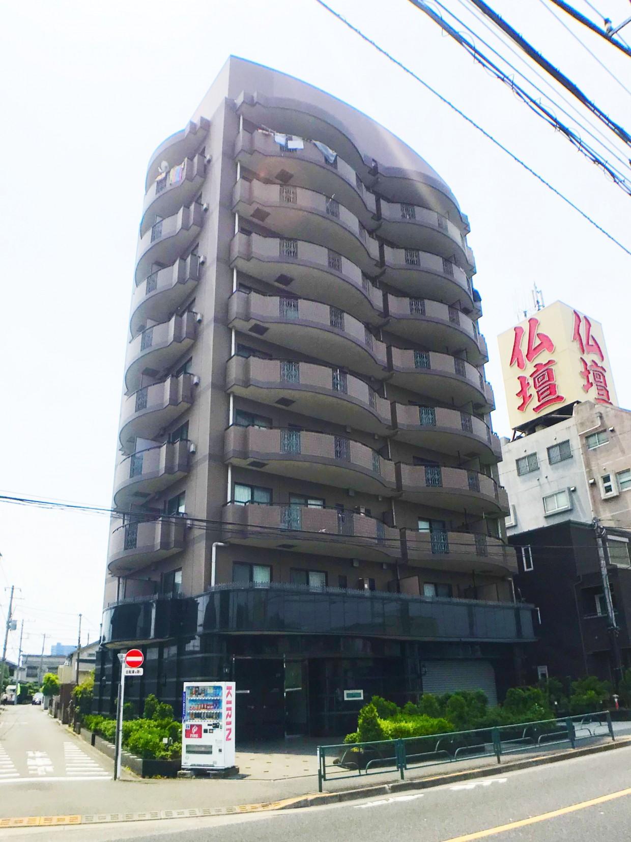 町田街道沿いに建つマンション